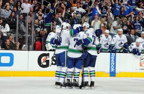 НХЛ. Великолепный Шнайдер, Ванкувер обыгрывает Лос-Анджелес