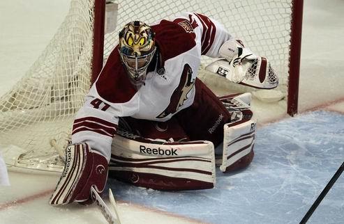 НХЛ. Смит — первая звезда дня