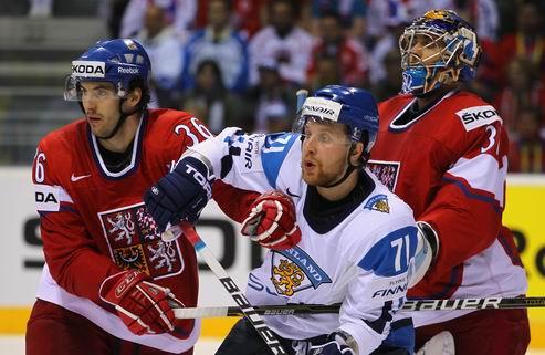 НХЛ. Комаров перешел в Торонто