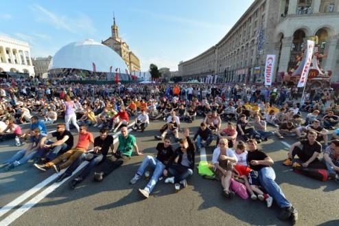 Евро-2012. В Украину за два дня приедет 16,5 тысяч фанов