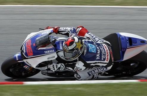 MotoGP. Гран-при Великобритании. Лоренсо выигрывает разогрев