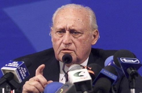 Экс-президента ФИФА подозревают во взяточничестве