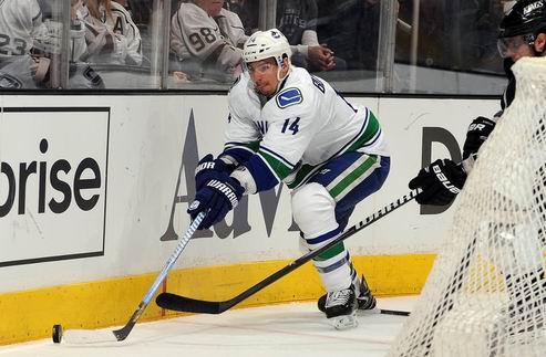 НХЛ. Ванкувер: Барроус получил четырехлетний контракт