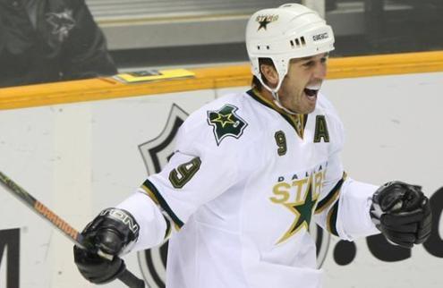 НХЛ. Модано, Ламорелло и Ольчик включены в зал хоккейной славы США