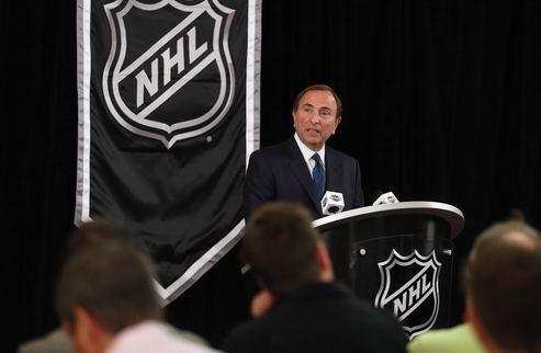 """НХЛ. Бэттмен: """"Вряд ли мы увидим полноценный календарь из 82-х матчей"""""""
