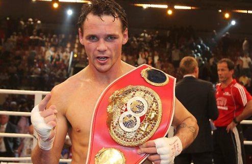 "Гил лишен титула ""суперчемпиона"" WBA"