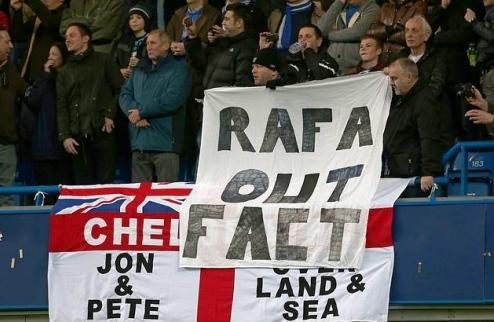 Фаны Челси ненавидят Бенитеса и требуют его отставки