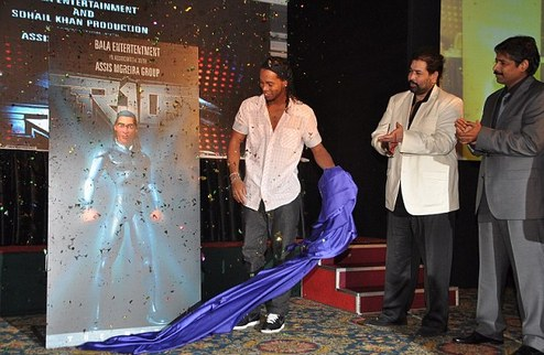 Роналдиньо прорекламировал свой фильм в Индии + ФОТО