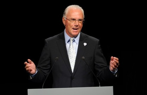 Франц Беккенбауэр получил награду президента ФИФА
