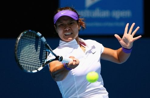 Australian Open. На Ли в блестящем стиле выбивает Радваньску