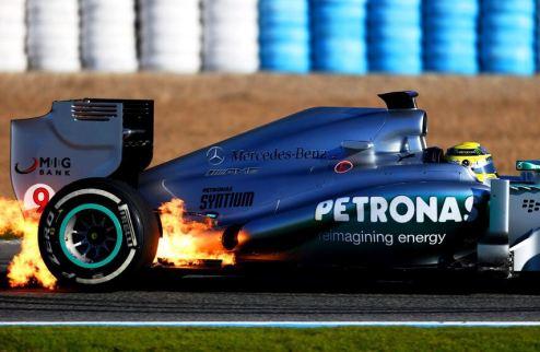 """Формула-1. Мерседес """"в огне"""" досрочно закончил тестовый день"""