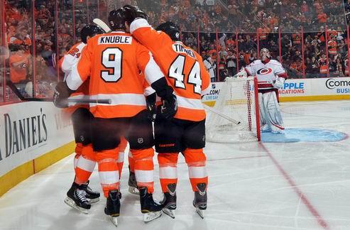 НХЛ. Филадельфия обыгрывает Каролину, поражение Питтсбурга