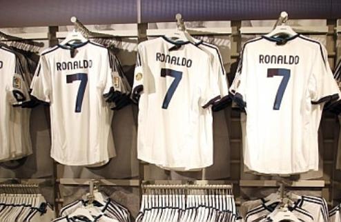 Продажи футболок Роналду бьют рекорды
