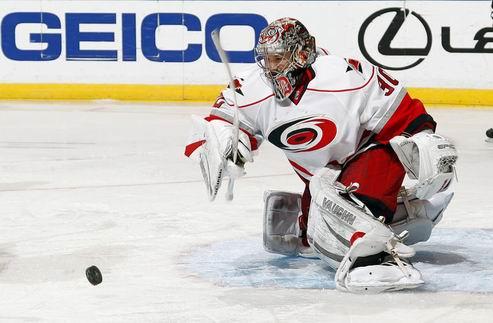 НХЛ. Каролина: Уорд пропустит остаток регулярного сезона