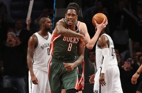 НБА. Центровой Милуоки оштрафован за оскорбление арбитров