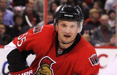 НХЛ. Бостон интересуется двумя защитниками