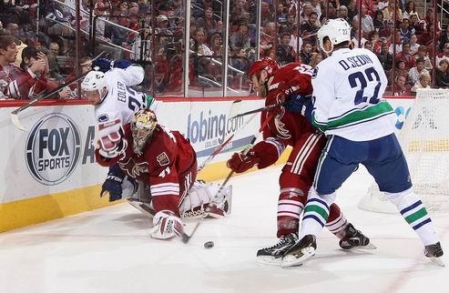 НХЛ. Ванкувер: Эдлер дисквалифицирован на два матча