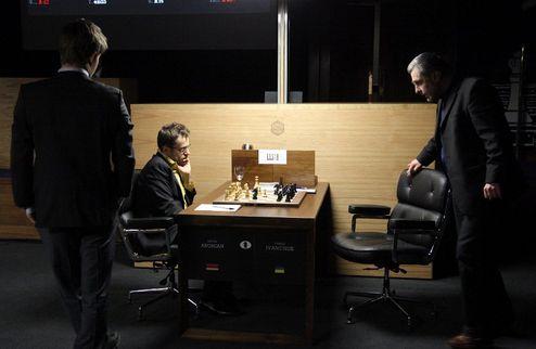 Шахматы. Карлсен побеждает Гельфанда, Иванчук уступает Ароняну