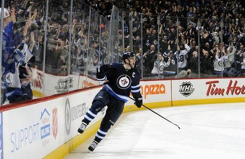 НХЛ. Лэдд — первая звезда дня