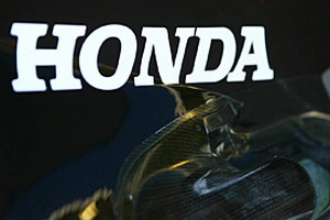 """Формула-1. Нил: """"Контракт с Хондой не повлияет на взаимоотношения с Мерседес"""""""