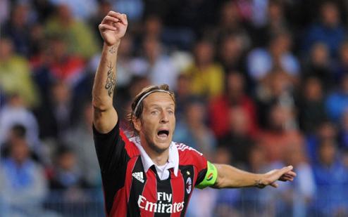Милан: Бонера останется, Амброзини уйдет