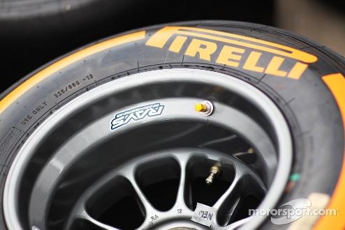 """Формула-1. Экклстоун: """"Есть контракт с Пирелли на следующий год"""""""