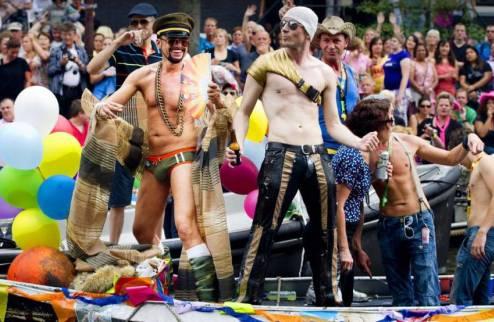 Федерация футбола Нидерландов отправляет ван Гаала на гей-парад