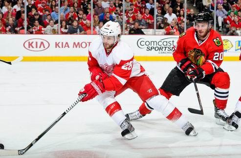 НХЛ. Детройт выкупает контракт защитника
