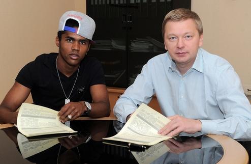 Официально: Коста продлил контракт с Шахтером