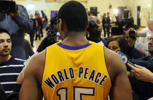НБА. Метта Уорлд Пис снова сменит имя