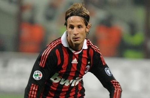 Милан отправил Антонини в Дженоа