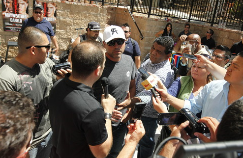 Де Ла Хойя: Герреро выбрал неправильную тактику на поединок против Мейвезера