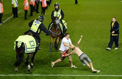 Кавалерия разгоняет беспорядки на стадионе в Бристоле. ФОТО + ВИДЕО