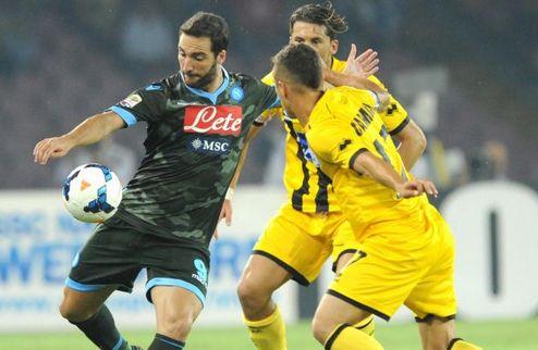 Милан драматично спасается в Турине, Наполи выходит в лидеры