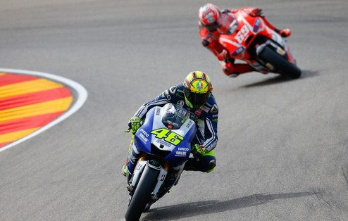 MotoGP. Гран-при Арагона. Росси выигрывает разогрев