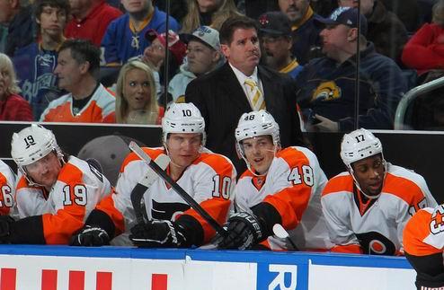 НХЛ. Филадельфия осталась без тренера