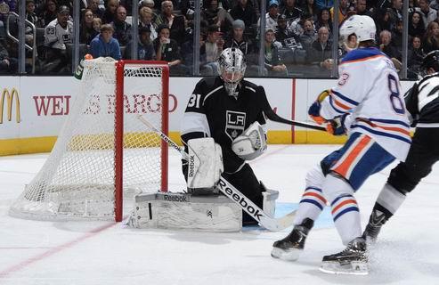 НХЛ. Джонс — первая звезда дня