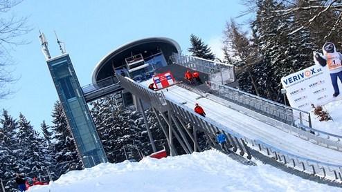 Прыжки с трамплина. В Виллинген завозят снег из Титизее-Нойштадта