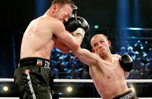 Бремер защитил титул в бою с Маккаринелли
