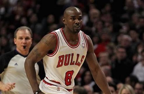 НБА. Чикаго подпишет Майка Джеймса до конца сезона
