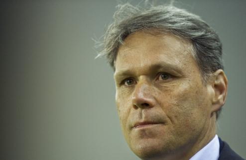 АЗ: Адвоката сменит ван Бастен