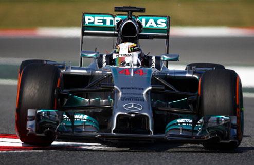 Формула-1. Гран-при Испании. Хэмилтон выигрывает первую практику, Феттель испытывает проблемы