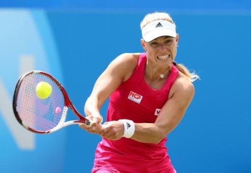 Истбурн (WTA). Кербер бьет Возняцки и выходит в финал
