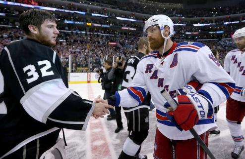 НХЛ. Рейнджеры выкупают контракт Ричардса
