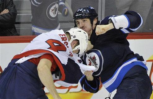 НХЛ. Виннипег оставил Торнбурна