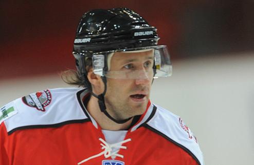 Два хоккеиста Донбасса переходят в клубы КХЛ