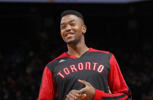 НБА. Торонто отчислил Стоуна