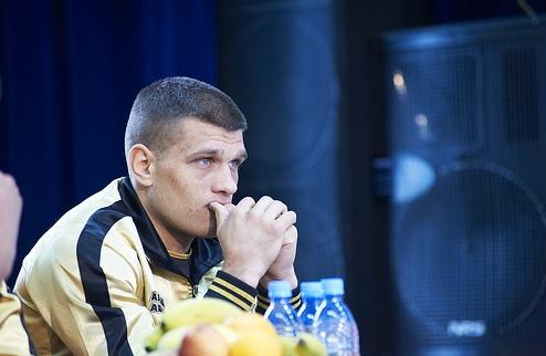 Деревянченко легко победил в дебютном бою