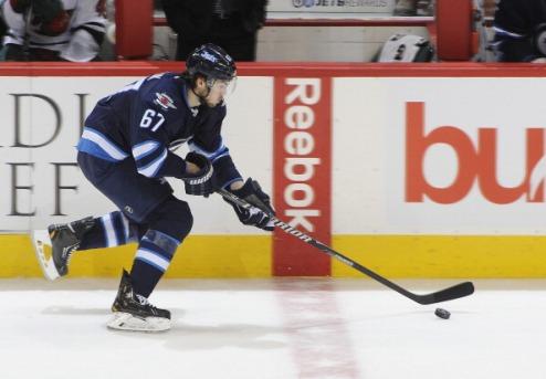 НХЛ. Фролик продлил контракт с Виннипегом