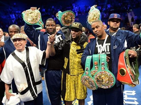 WBC разрешил Мейвезеру в одном бою защитить все титулы